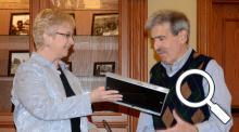 Sally Siferd presents plaque to Robert Neff